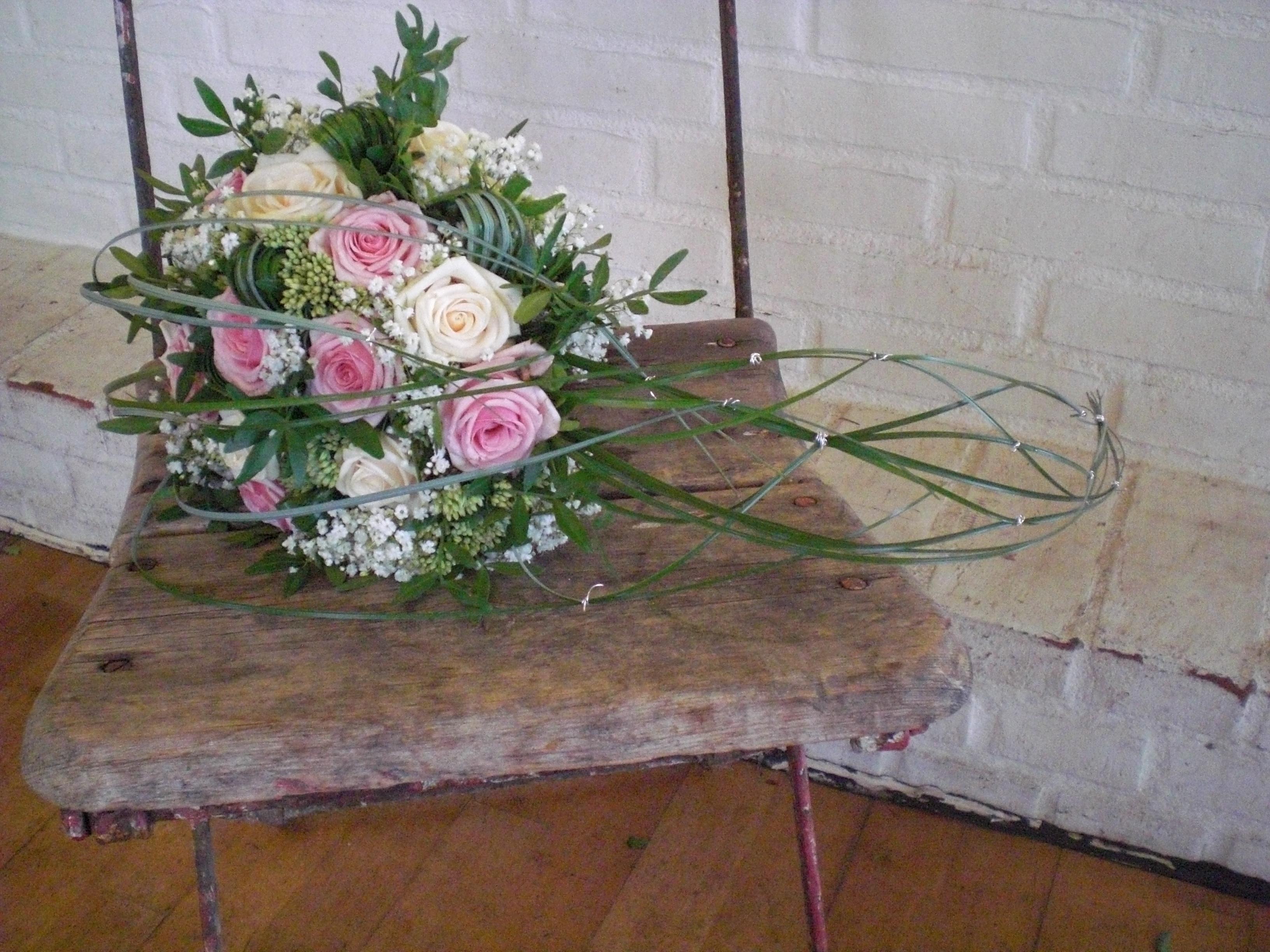 17. Brudebuket med lyserøde og creme roser